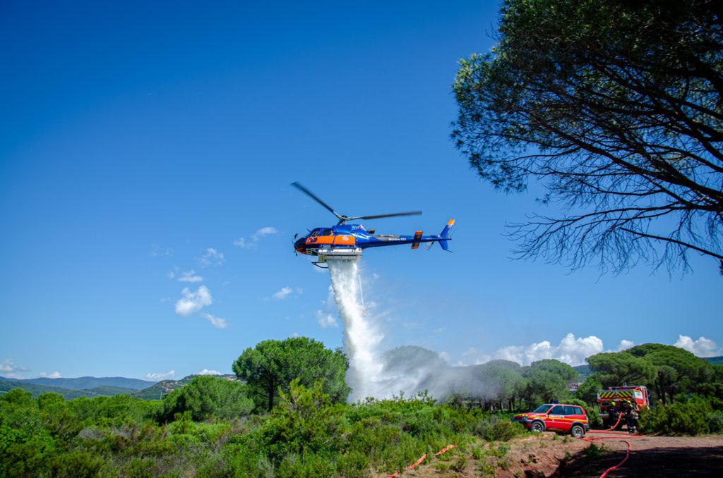 Travail aerien - Lutte contre les feux de forêt - Mont Blanc Hélicoptères Les Arcs